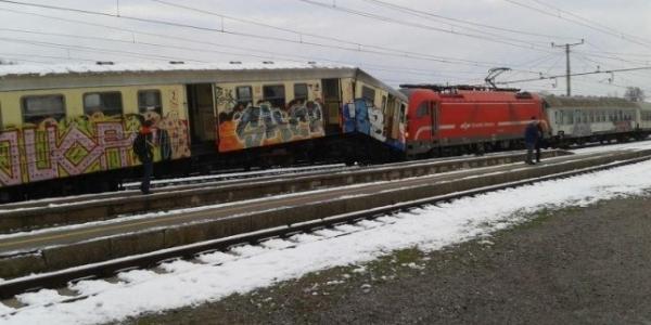 Судар на два воза кај Нови Сад  повредени најмалку 22 патника