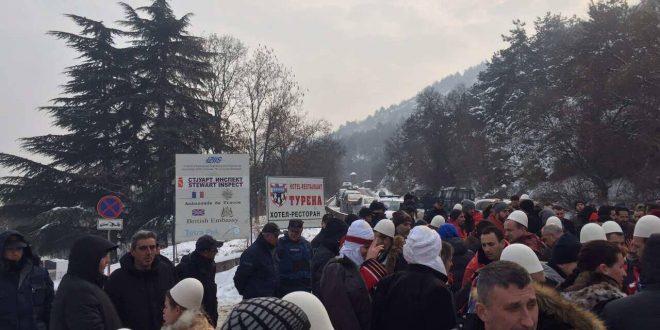 Итно ОСЛОБОДУВАЊЕ  Протести за Харадинај и во Скопје