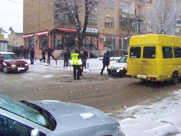 Жител на Куманово паднал и починал откако се лизнал на мразот