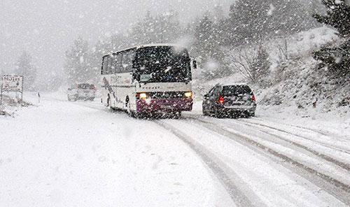 Коловозите со остатоци од снег  се препорачува внимателно возење