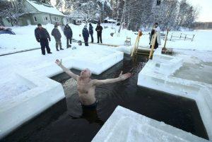 ГАЛЕРИЈА  Ритуал на покрстување пред прославата на Водици во Русија  Белорусија и Казахстан