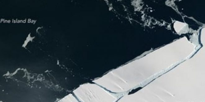 santa-mraz-so-golemina-na-menhetn-se-otkina-od-antartikot