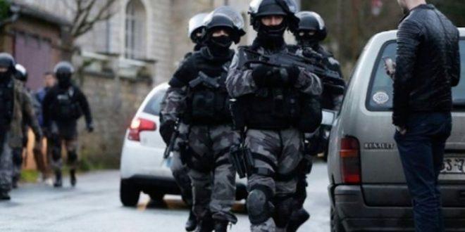 Нешто се случува во Париз  Се евакуираат посетителите на голем трговски центар