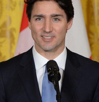 Канадскиот премиер е посекси од Кристијан Греј