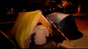 Родителите на децата со попреченост ја минаа првата ноќ под ведро небо