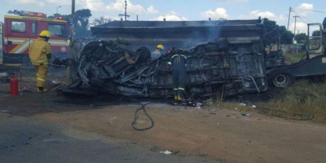 Во судар на минибус и на камион во Јужна Африка  загинаа 20 деца