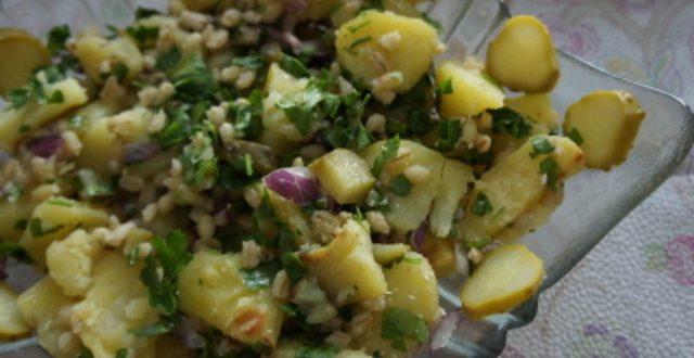 [РЕЦЕПТ] Салата со хељда и млади компири