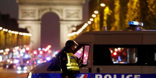 Вториот напаѓач во нападот во Париз се предал