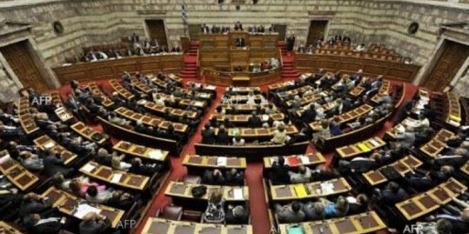 Грчкиот парламент ги одобри мерките за нови штедења