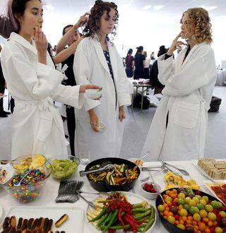 Се храниме без да сме гладни од 3 причини