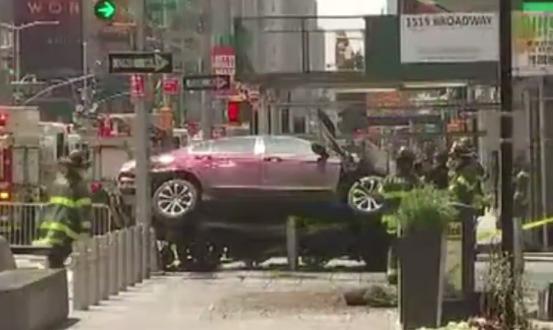 ВИДЕО ФОТО  Војник со автомобил уби жена и повреди 23 лица на Тајмс Сквер