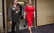 Итра стратегија на хрватската претседателка Колинда Еве зошто секогаш носи црвен тесен фустан