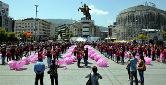 Матурантите ќе танцуваат на скопскиот плштад