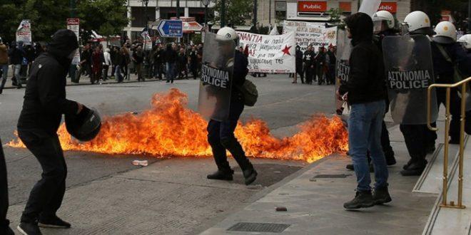 Грчкиот парламент ги усвои мерките за штедење