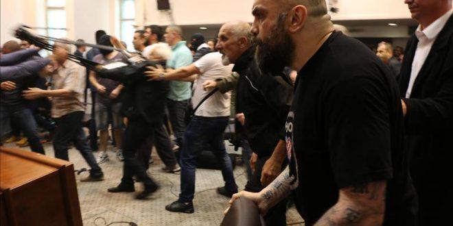 Нови испрашувања и претреси за насилствата во Собранието