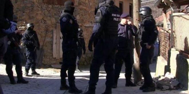 Двајца македонски државјани фатени во Косово со фалсификувани евра
