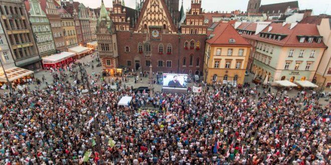 Качински е диктатор  скандираа Полјаците на последователните протести во земјата