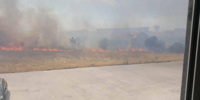 Поради пожар се евакуираат луѓе во Црна Гора
