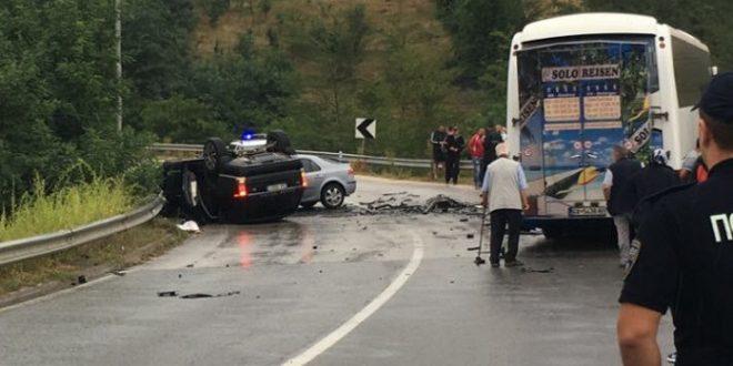 Екс министерот Ахметаи и уште 11 лица со телесни повреди  возачот на џипот и еден сопатник тешко повредени