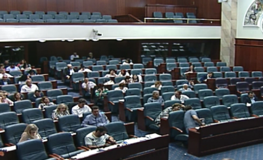 Собранието не расправаше за законот за јазиците  пауза до утре поради локалните избори