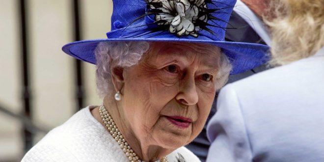 """Вработените протестираат против кралицата Елизабета: """"Премногу сака"""""""