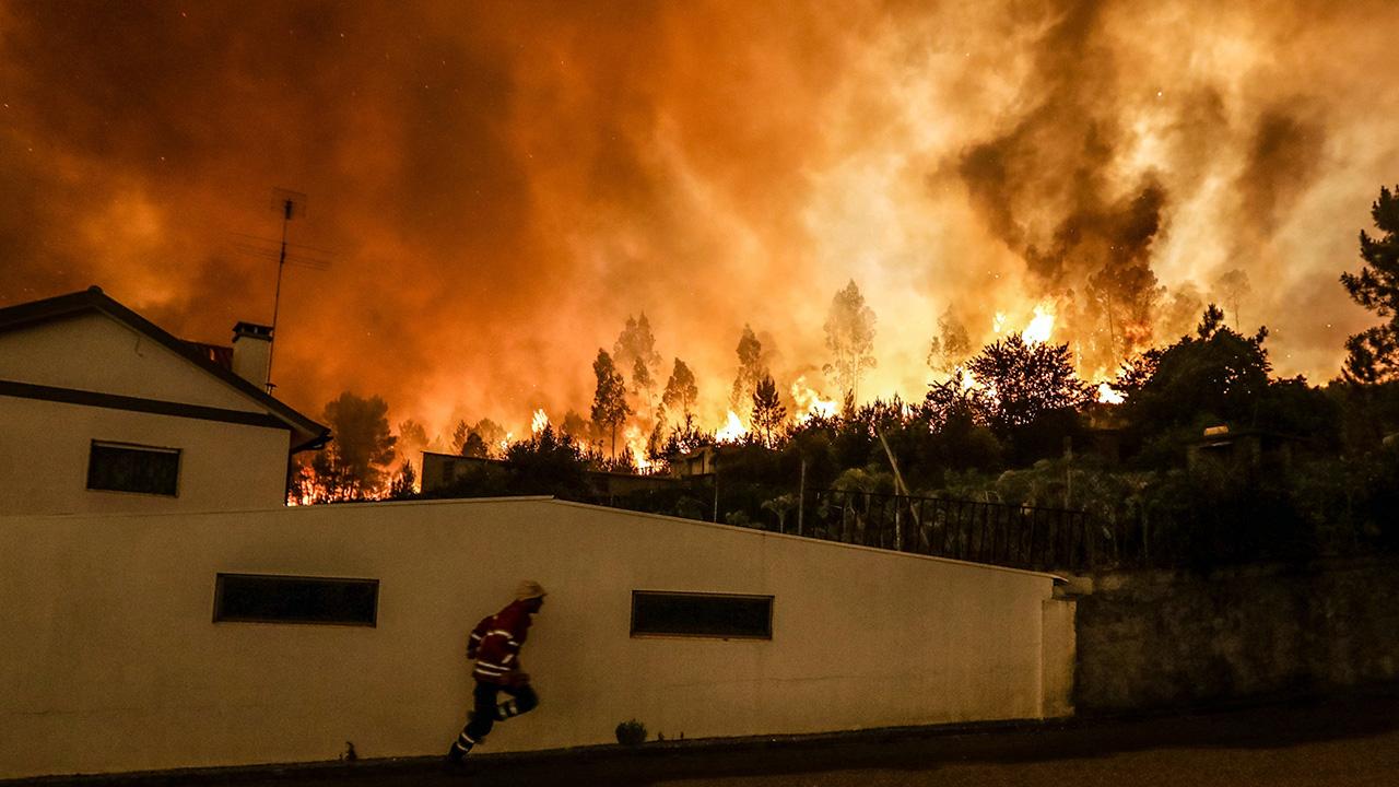 """Португалија """"гори"""", бара помош од ЕУ"""