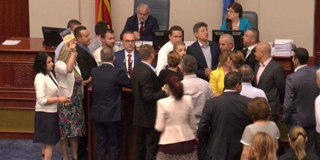 Продолжи расправата  и расправањето во Собранието за разрешувањето на Зврлевски