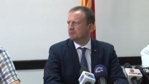 Политичко самоубиство или храбар потег  Министерот Tаравари во трка за градоначалник на Гостивар
