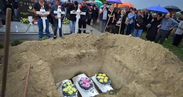 Три мали бели ковчези закопани во ист гроб, Војводина плачеше за жртвите на пожар