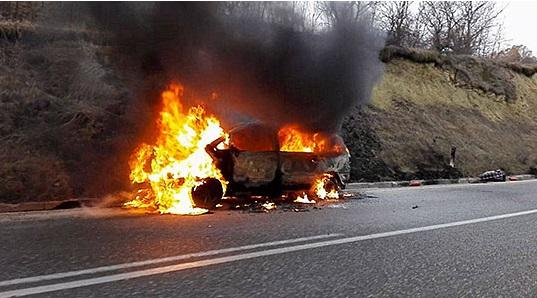 Изгоре теренско возило на Стража