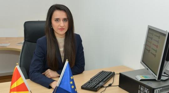 Кашкавал  лосос  аутан   поранешната директорка трошела на сметка на скопскиот Центар за вработување
