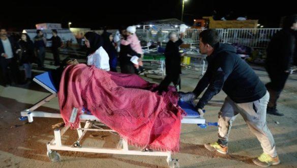 Иранците што го преживеаја земјотресот поминаа студена ноќ надвор
