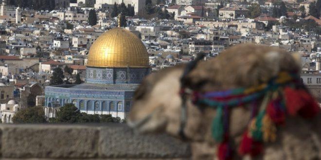 Израелската локалната власт го закити стариот град во Ерусалим со американски бои