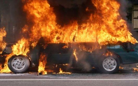 celosno-izgorel-avtomobil-vo-skopje