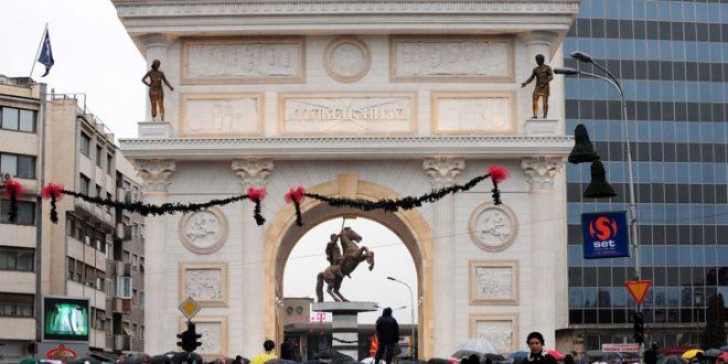 Владата не укажува дека треба да се рушат спомениците Мајка Тереза и Порта Македонија
