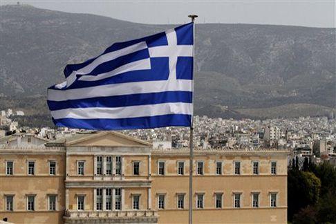 Здружението на новинари од Грција го осудува полициското насилство врз претставниците на медиумите