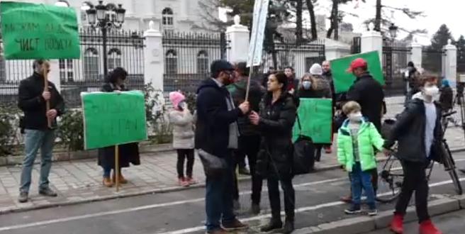 Повторно протест пред Влада утре поради загадениот воздух