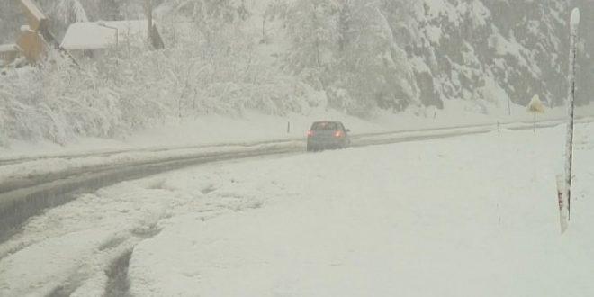 Забрана за движење кон Пресека  Буково и  Ќафасан  поради обилни врнежи од снег