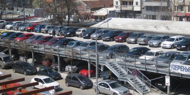 parking-vo-skopje-devet-vozila-na-edno-parking-mesto