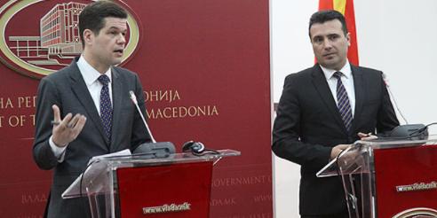 Мичел  САД ги поддржуваат Македонија и Грција да најдат решени за името