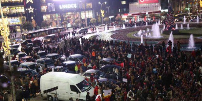 """Утре """"замрачување"""" низ цела Албанија, на студентите им се приклучуваат и родителите"""