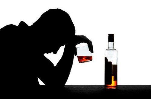Обвинение за вработена во маркет, му продала 14 литри алкохол на малолетник