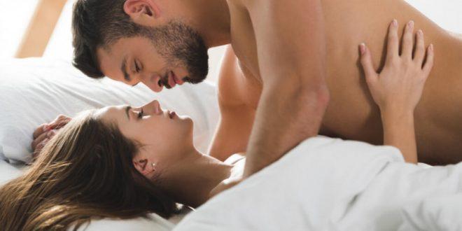 Овие работи никогаш не треба да му ги кажувате на партнерот за време на сексот – секогаш го расипуваат расположението