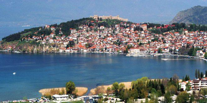 Безживотно тело на средовечен маж попладнево е пронајдено во водите на Охридското Езеро