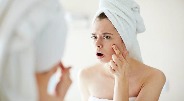 Овие работи ги користите секојдневно, а не сте ни свесни колку ѝ штетат на вашата кожа