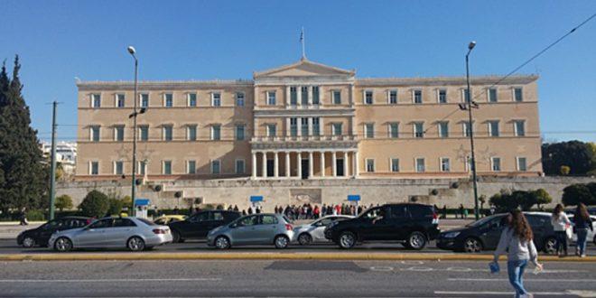 Вонредна месечна финансиска помош од 800 евра за 1,7 милиони вработени во Грција