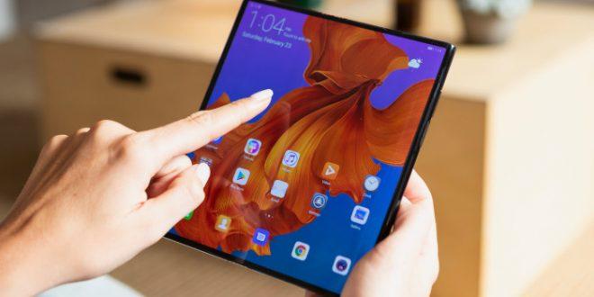 Зошто пазарот на смартфони со дисплеј на преклоп е во застој?