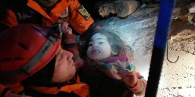 Спасено две и пол годишно девојче од под урнатините, 24 часа по катастрофалниот земјотрес во Турција
