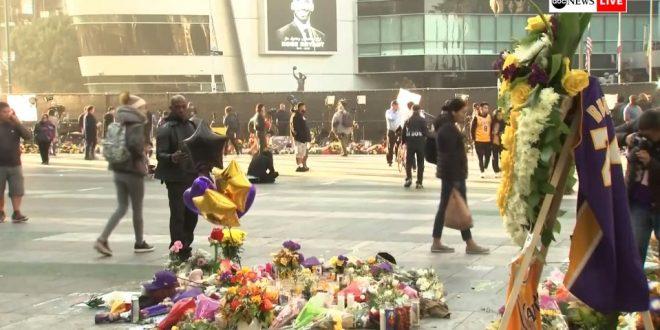 """ВО ЖИВО: Фановите на Брајант му оддаваат последна почит пред """"Стрејплс"""" центарот"""