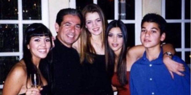 Ким, Кортни и Клои со тага се потсетија на татко им Роберт на неговиот роденден (ФОТО)
